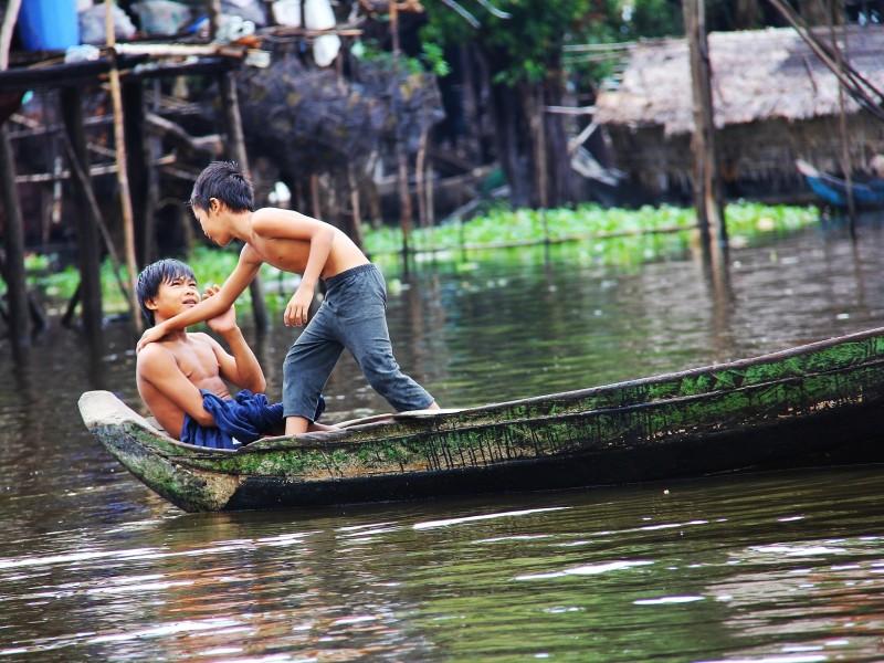 Jungen Tonle Sap See