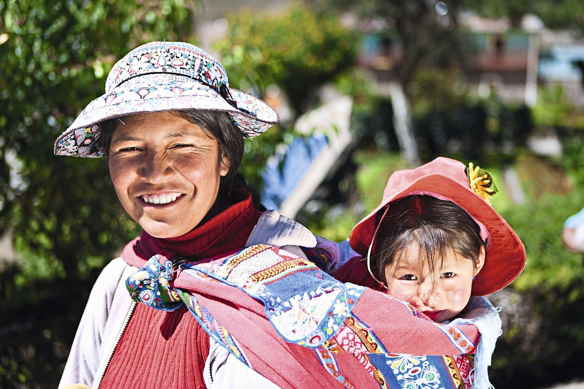 Peruanische Frau mit Kind