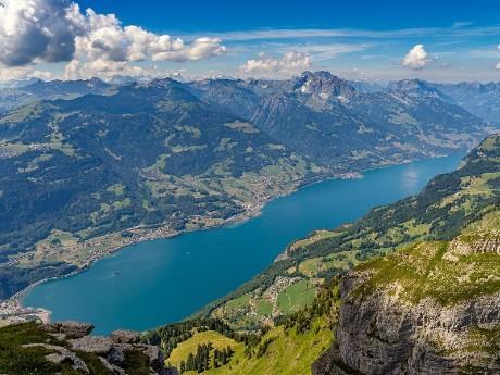 Luftbild vom Walensee, Schweiz