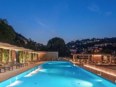 italien-como-hilton-lake-como-pool nacht