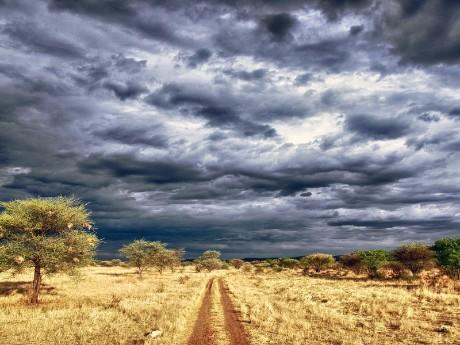 Dramatischer Himmel über Namibia