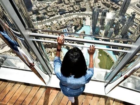 vae_dubai_burj khalifa-at the top