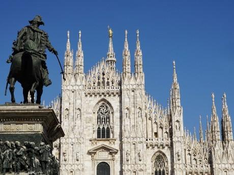 Dom mit Denkmal, Mailand