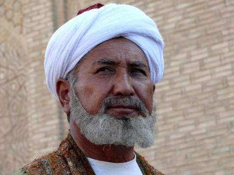 usbekistan-mann-in-buchara