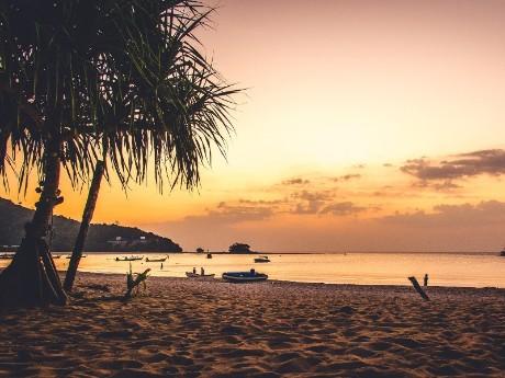 Sonnenuntergang am Strand von Phuket