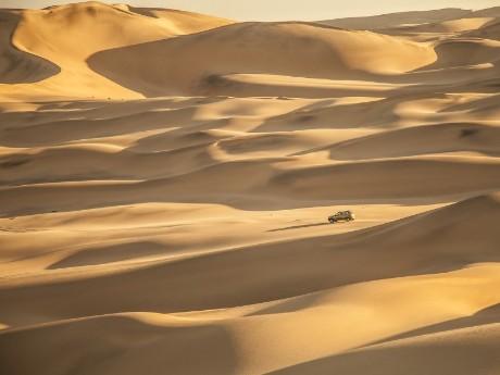 Fahrt durch die Weiten der Wüste